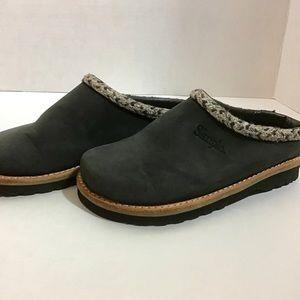 Women's Simple Brand Suede Mules - nwot